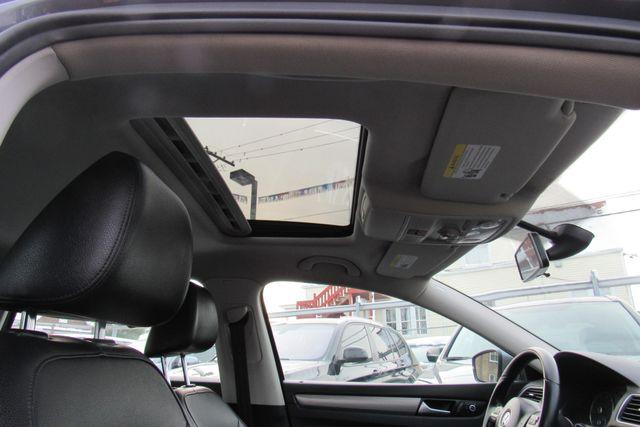 2015 Volkswagen Passat 1.8T SE w/Sunroof & Nav Chicago, Illinois 29