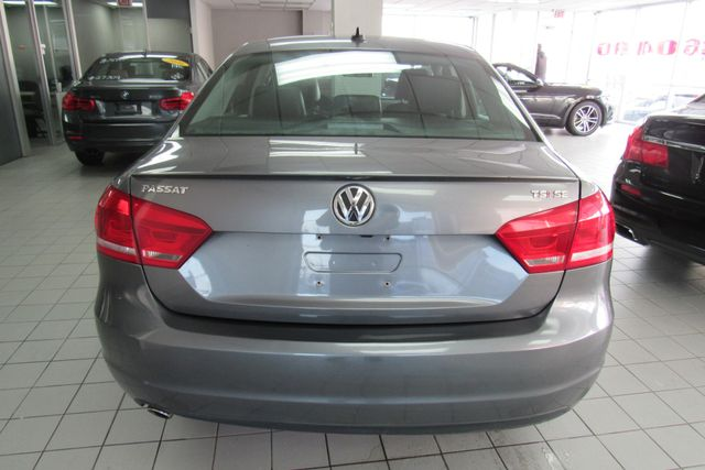 2015 Volkswagen Passat 1.8T SE w/Sunroof & Nav Chicago, Illinois 4