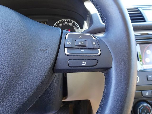 2015 Volkswagen Passat 2.0L TDI SE w/Sunroof & Nav Madison, NC 15