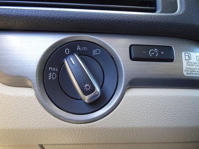 2015 Volkswagen Passat 2.0L TDI SE w/Sunroof & Nav Madison, NC 17
