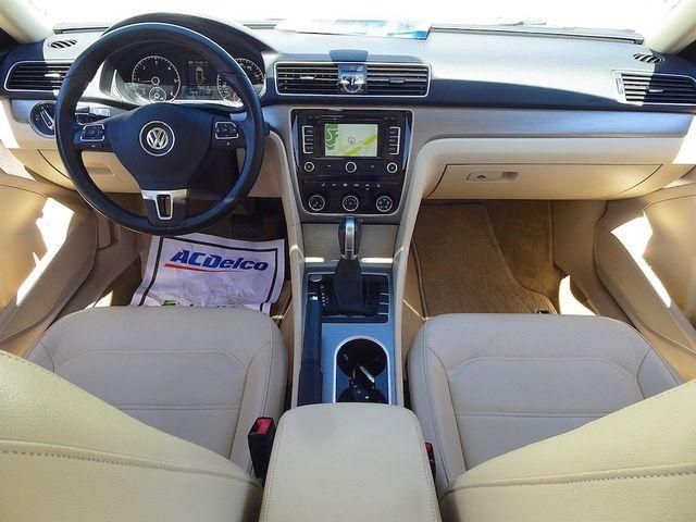 2015 Volkswagen Passat 2.0L TDI SE w/Sunroof & Nav Madison, NC 36