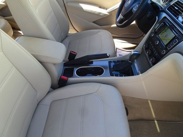 2015 Volkswagen Passat 2.0L TDI SE w/Sunroof & Nav Madison, NC 42