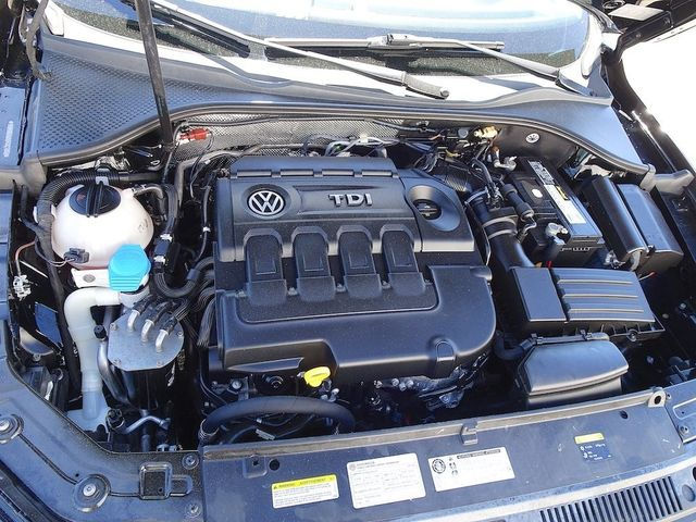 2015 Volkswagen Passat 2.0L TDI SE w/Sunroof & Nav Madison, NC 45