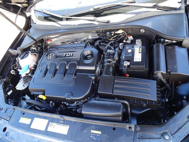 2015 Volkswagen Passat 2.0L TDI SE w/Sunroof & Nav Madison, NC 46