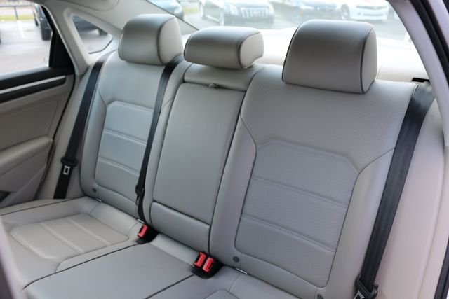 2015 Volkswagen Passat 3.6L V6 SEL Premium in Memphis, Tennessee 38115