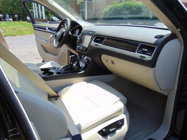 2015 Volkswagen Touareg Executive Leesburg, Virginia 37