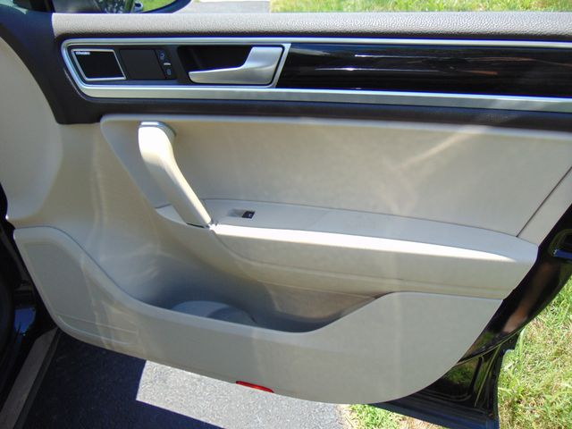 2015 Volkswagen Touareg Executive Leesburg, Virginia 39
