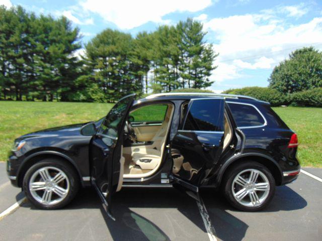 2015 Volkswagen Touareg Executive Leesburg, Virginia 9