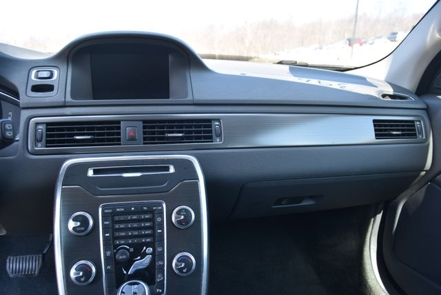 2015 Volvo XC70 3.2L Naugatuck, Connecticut 17