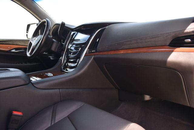 2016 Cadillac Escalade ESV Luxury Collection Naugatuck, Connecticut 9