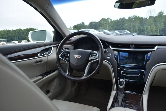 2016 Cadillac XTS Luxury Collection Naugatuck, Connecticut 10