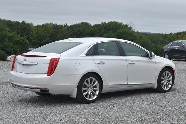 2016 Cadillac XTS Luxury Collection Naugatuck, Connecticut 4
