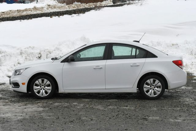 2016 Chevrolet Cruze Limited LS Naugatuck, Connecticut 3