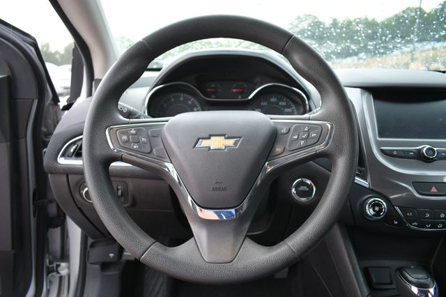 2016 Chevrolet Cruze LT Naugatuck, Connecticut 9