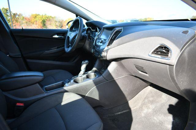 2016 Chevrolet Cruze LT Naugatuck, Connecticut 8