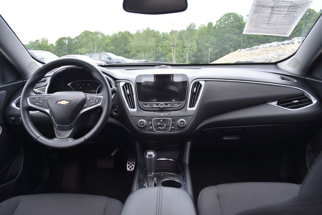 2016 Chevrolet Malibu LT Naugatuck, Connecticut 12