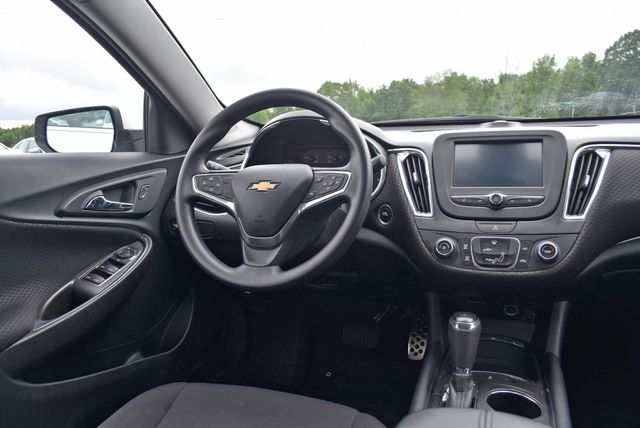 2016 Chevrolet Malibu LT Naugatuck, Connecticut 14