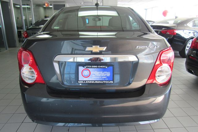 2016 Chevrolet Sonic LT Chicago, Illinois 9