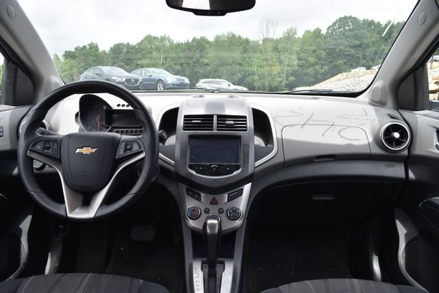 2016 Chevrolet Sonic LT Naugatuck, Connecticut 12
