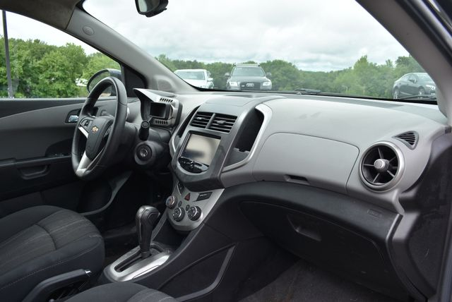2016 Chevrolet Sonic LT Naugatuck, Connecticut 8