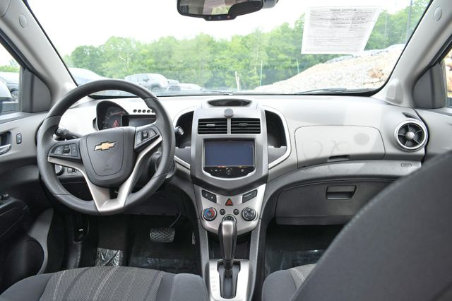 2016 Chevrolet Sonic LT Naugatuck, Connecticut 9