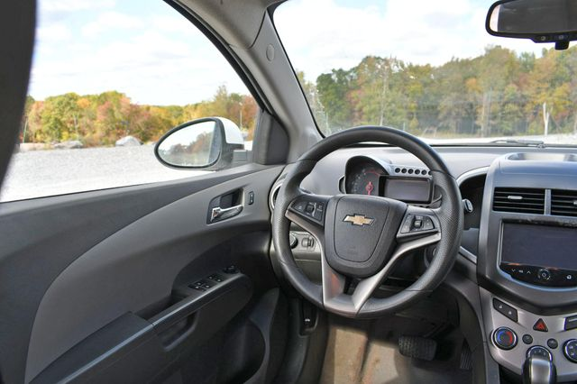 2016 Chevrolet Sonic LT Naugatuck, Connecticut 11