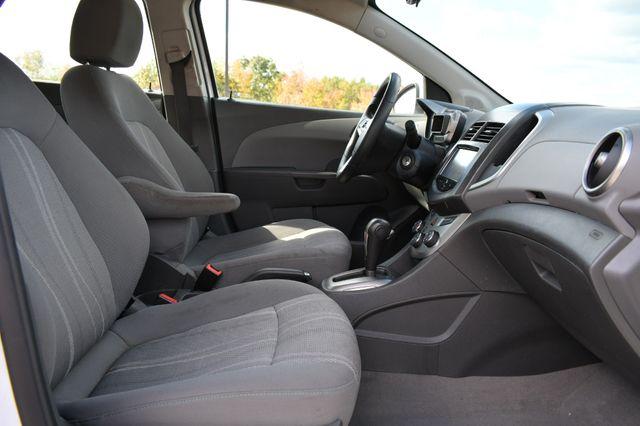 2016 Chevrolet Sonic LT Naugatuck, Connecticut 9