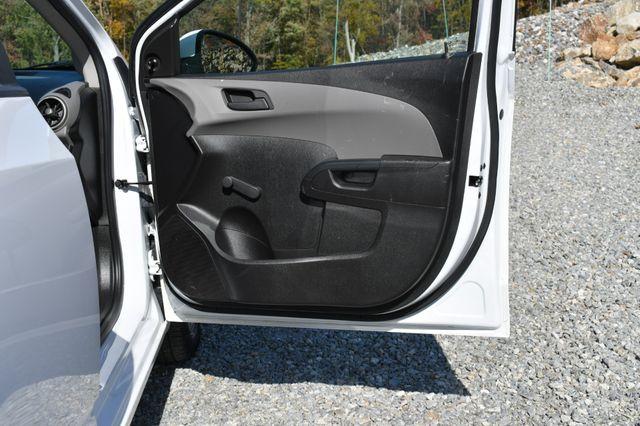 2016 Chevrolet Sonic LS Naugatuck, Connecticut 10