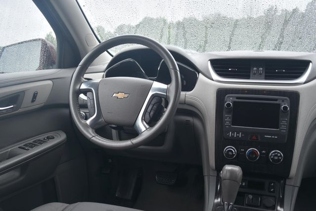 2016 Chevrolet Traverse LT Naugatuck, Connecticut 9