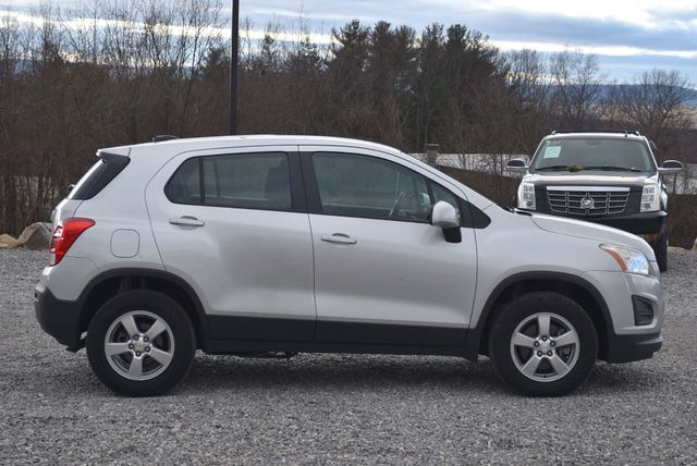 2016 Chevrolet Trax LS Naugatuck, Connecticut 5
