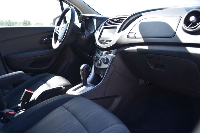 2016 Chevrolet Trax LT Naugatuck, Connecticut 8