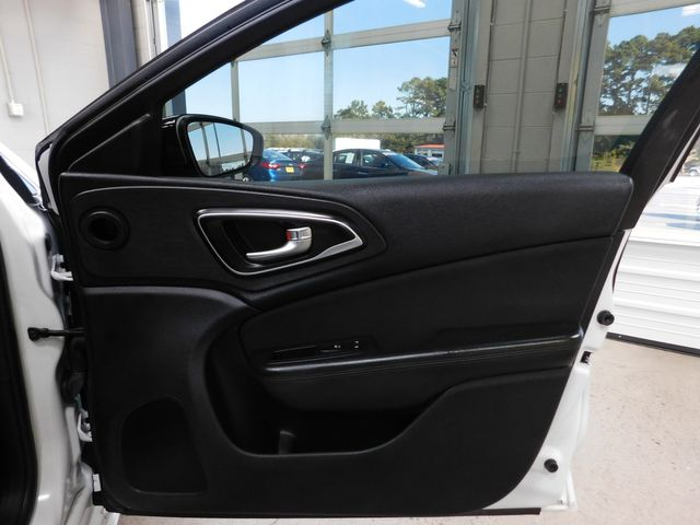 2016 Chrysler 200 Limited in Airport Motor Mile ( Metro Knoxville ), TN 37777