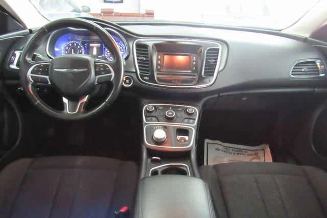 2016 Chrysler 200 Touring Chicago, Illinois 8