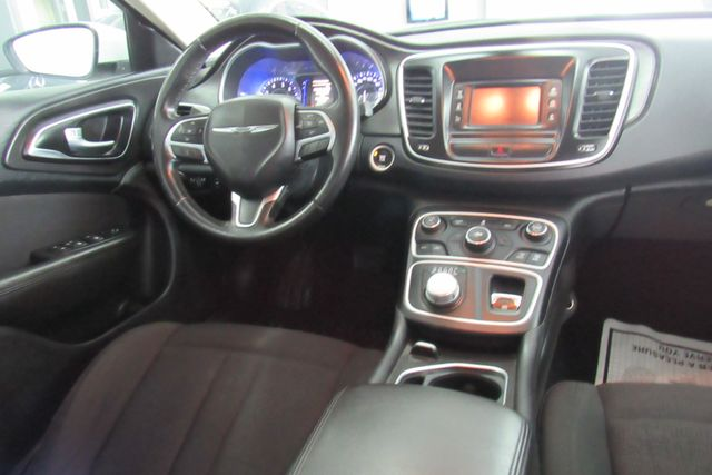 2016 Chrysler 200 Touring Chicago, Illinois 9