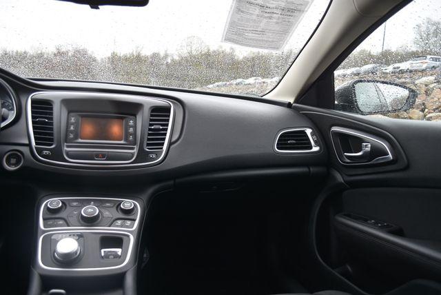 2016 Chrysler 200 Touring Naugatuck, Connecticut 10
