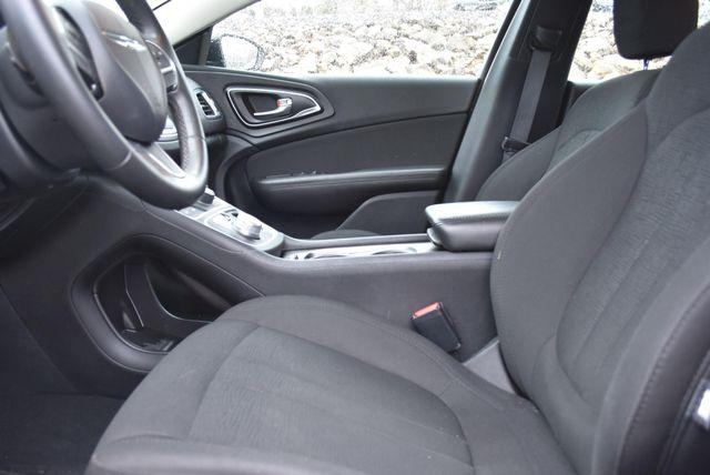 2016 Chrysler 200 Touring Naugatuck, Connecticut 11