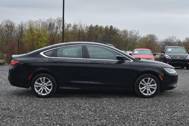2016 Chrysler 200 Touring Naugatuck, Connecticut 5