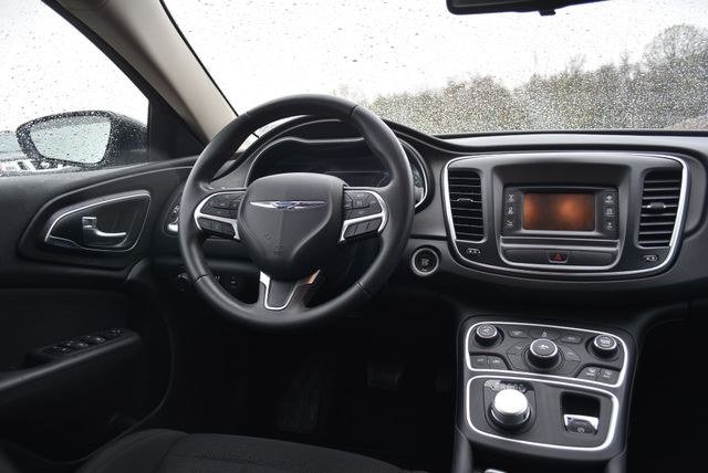 2016 Chrysler 200 Touring Naugatuck, Connecticut 8
