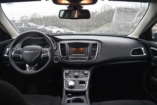 2016 Chrysler 200 Touring Naugatuck, Connecticut 9