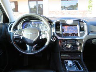 2016 Chrysler 300 Limited Batesville, Mississippi 22