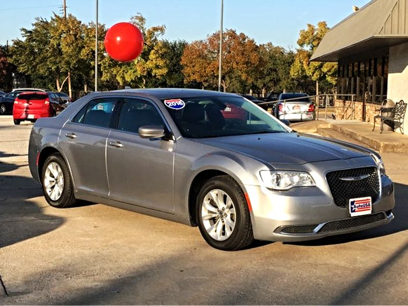 2016 Chrysler 300 Limited Leather Sunroof | Irving, Texas | Auto USA in Irving Texas