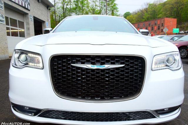 2016 Chrysler 300 300C Platinum Waterbury, Connecticut 10