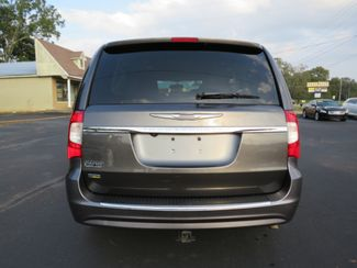 2016 Chrysler Town & Country Touring Batesville, Mississippi 11