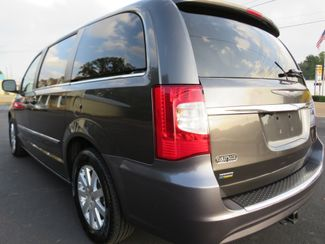 2016 Chrysler Town & Country Touring Batesville, Mississippi 12