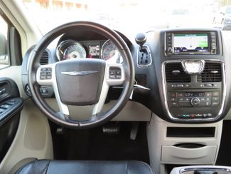 2016 Chrysler Town & Country Touring Batesville, Mississippi 22