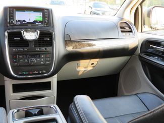 2016 Chrysler Town & Country Touring Batesville, Mississippi 24