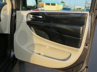 2016 Chrysler Town & Country Touring Batesville, Mississippi 38