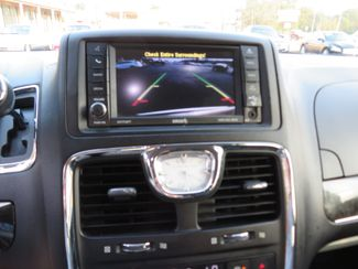 2016 Chrysler Town & Country Touring Batesville, Mississippi 25