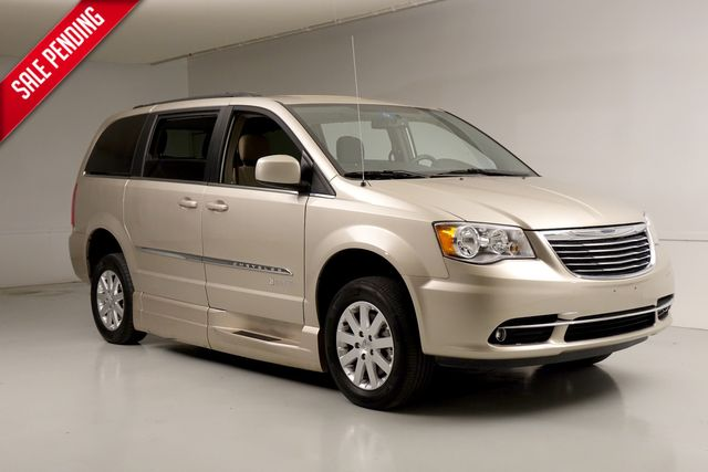 2016 Chrysler Town & Country Touring BraunAbility Van Wheelchair Accessible TX
