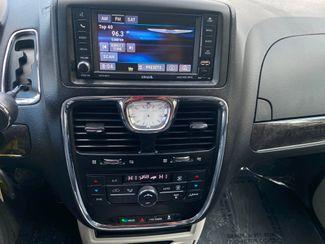 2016 Chrysler Town & Country Touring Farmington, MN 11